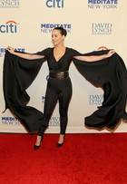 Look do dia: Katy Perry aposta em pretinho nada básico em Nova York