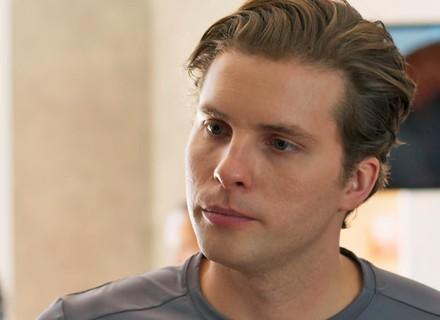 Caio desabafa com Joana e dispara: 'Ricardo é o culpado pela morte da minha irmã'