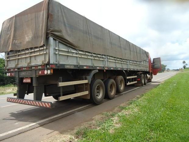 Carga estava escondida em uma carreta (Foto: PMRv/Divulgação)