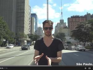 O americano Julien Blanc aparece em vídeo na avenida Paulista, em São Paulo (Foto: Reprodução/Youtube/RSDJulien)