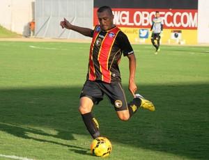 Mersinho - zagueiro do Globo FC (Foto: Canindé Pereira/Divulgação)