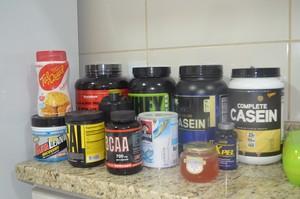Suplementos que fazem parte da alimentação diária da atleta Leane Teles (Foto: Quésia Melo)