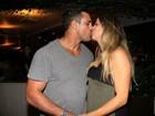Vítor Belfort faz aniversário e ganha beijo da mulher, Joana Prado