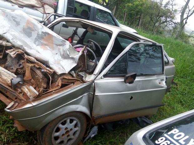 Carro em que estava a vereadora foi atingido de frente por uma caminhonete; motorista disse que tentou desviar de um cachorro na pista (Foto: PRE / Divulgação)