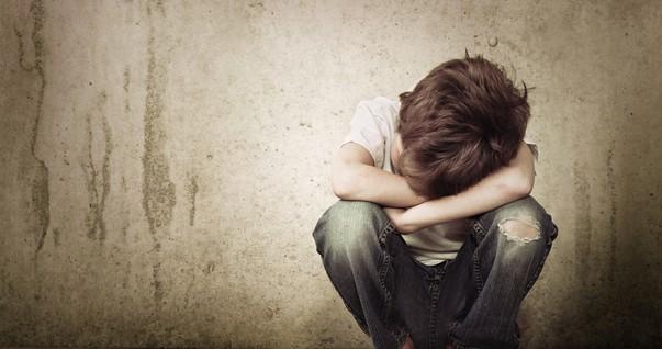 Criança triste; transtornos psicológicos (Foto: Shutterstock)