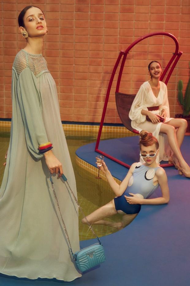 A partir da esquerda, vestido Lilly Sarti (R$ 4.980), brincos (R$ 1.035) e bracelete (R$ 1.200), ambos Vanda Jacintho, e bolsa Prada (R$ 8.100); maiô Lenny Niemeyer (R$ 418) e óculos Iódice (R$ 369); vestido Paula Raia para Riachuelo (R$ 469), cinto Cris  (Foto: Reprodução Vogue Uk Setembro de 2017, Imaxtree e Divulgação)