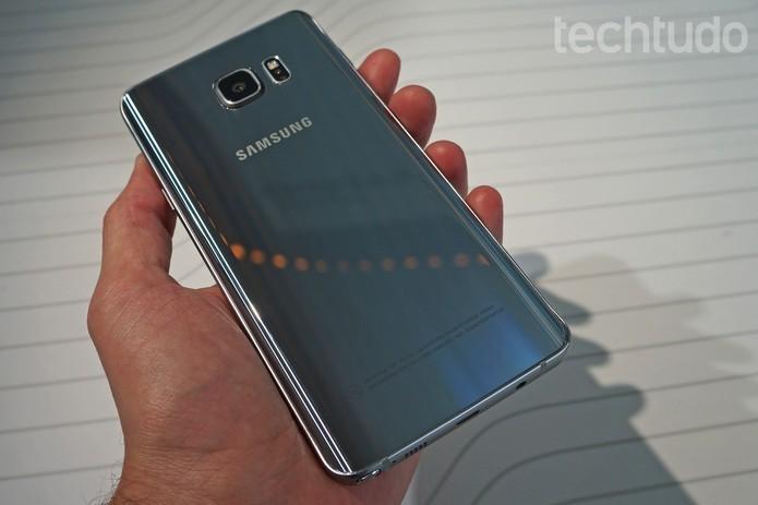 Galaxy Note 5 possui câmera traseira de 16 megapixels (Foto: Thassius Veloso/TechTudo)