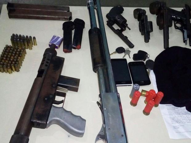 Armas foram encontradas com bando, segundo PM (Foto: Divulgação/ PM-BA)