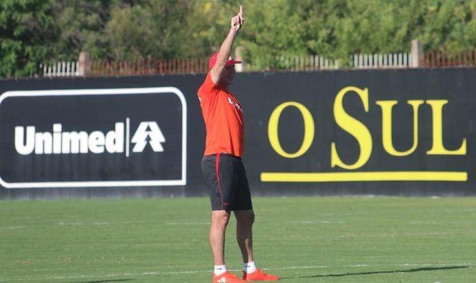 Antônio Carlos Zago comanda treino do Inter  (Foto: Eduardo Deconto)