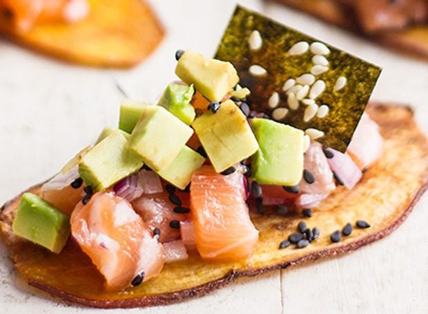 Barquinho de salmão cru, abacate e chips de nori (Foto: Arquivo pessoal)