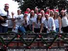 Jovens retomam tradição de serestas para arrecadar presentes de Natal