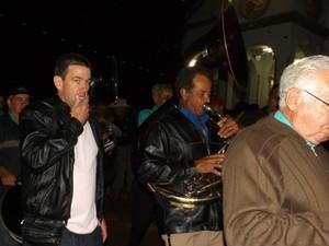 Banda toca durante festa de São João Batista em 2014 (Foto: Ricardo Welbert/G1)