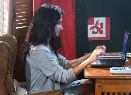 Delma e René jogam charme em chat sem saber quem são