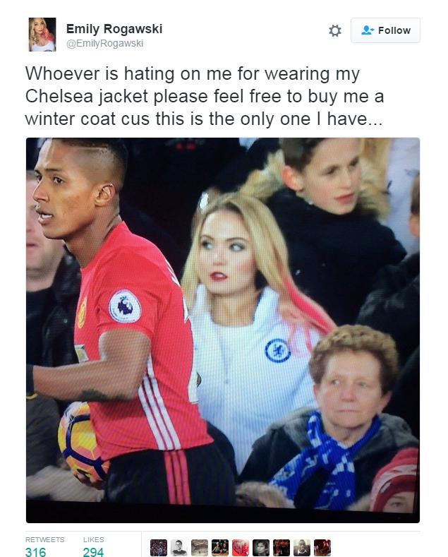 BLOG: Torcedora com casaco do Chelsea em jogo do United viraliza... mas ela explica