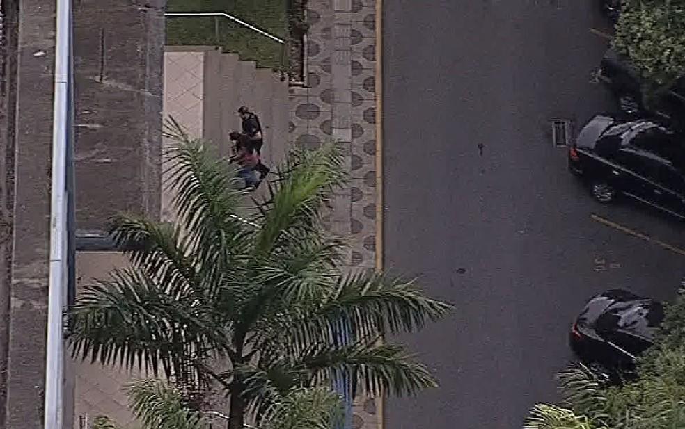 Andrea Neves, irmã do senador Aécio Neves, foi presa e levada à sede da PF em Belo Horizonte.  (Foto: Reprodução/TV Globo)