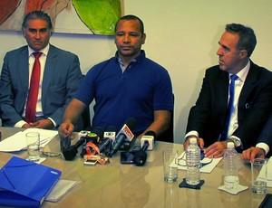 Neymar pai e integrantes do seu estafe, na sede da NR Sports e Wagner Ribeiro, empresário do jogador. (Foto: Marcelo Hazan)