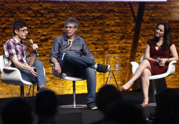Bruno Kenj, cofundador da Owl Docs, e Cristina Junqueira, do Nubank, em debate mediado por Dubes Sônego (Foto: Ricardo Cardoso/Editora Globo)