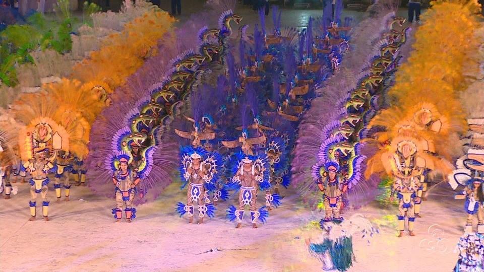 Bumbá Caprichoso levou muitas cores à arena do Bumbódromo e encantou o público  (Foto: Jornal do Amazonas)