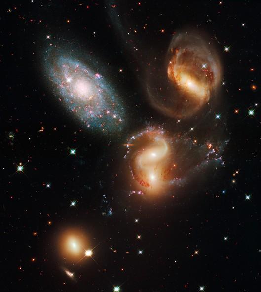25 anos do Telescópio Espacial Hubble: O Quinteto de Stephan, cinco galáxias localizadas na Constelação de Pegasus