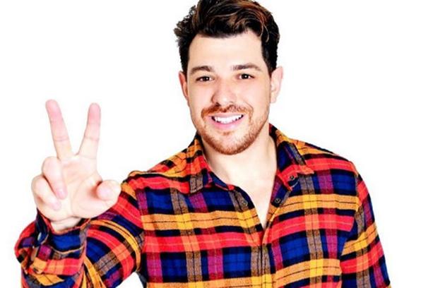 Cezar Lima, do 'BBB' 15, virou empresário da dupla sertaneja Felipe e Kahuã, que se apresenta na festa 'Balada Estrodôntica', criada por ele. Cezar participa dos show também como cantor (Foto: Reprodução)