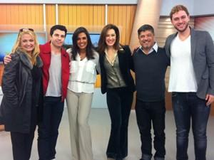 Cristina Ranzolin e parte do elenco de 'Cabaret' (Foto: Luiza Carneiro/ RBS TV)