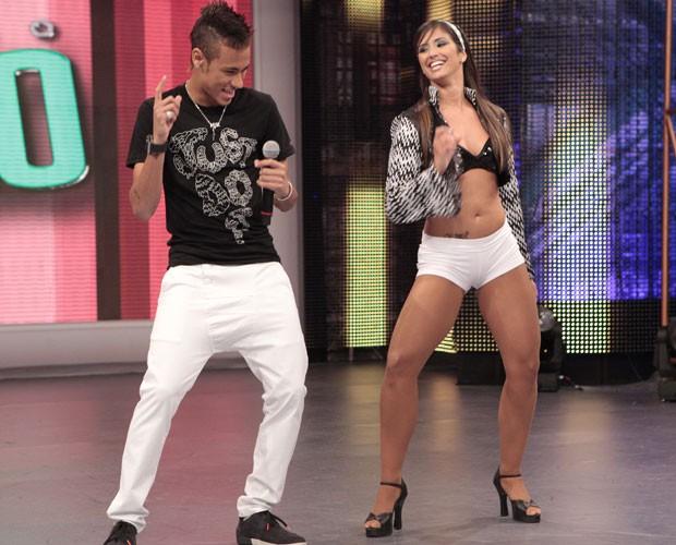 Neymar aprende dancinha (Foto: Domingão do Faustão / TV Globo)