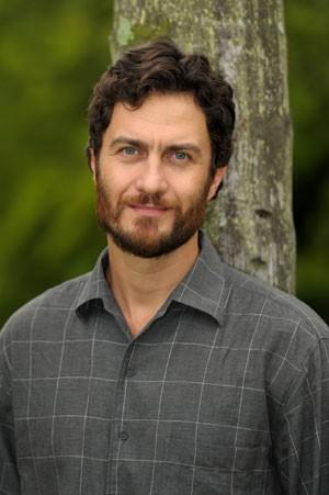 Gabriel Braga Nunes diz que viver Carlos e Rodrigo foi como começar duas novelas (Foto: Amor Eterno Amor / TV Globo)