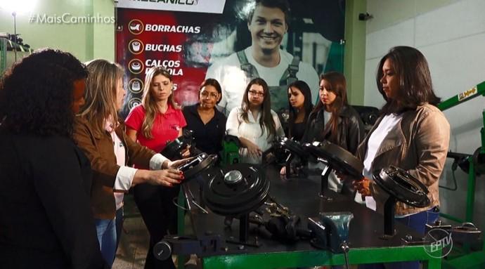 Mulheres se reúnem para terem aulas sobre mecânica automotiva (Foto: reprodução EPTV)