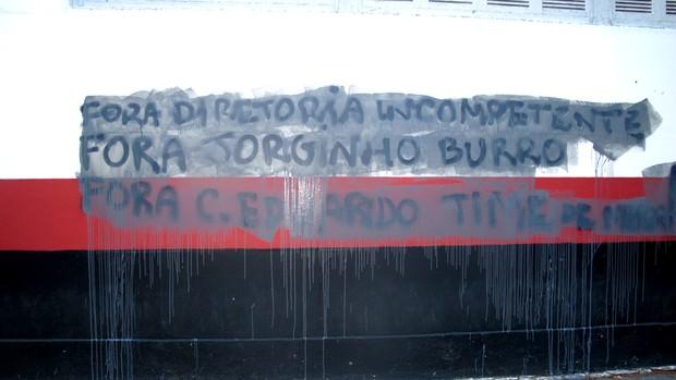 muro pichado flamengo gávea (Foto: Fábio Leme )