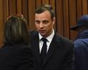 Pistorius é condenado a seis anos por morte da namorada e volta para prisão