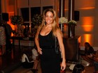 Danielle Winits usa look decotado em evento em São Paulo