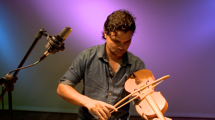 Quem conhece esse instrumento parecido com violino?  (Foto: Divulgação / TV Gazeta ES)