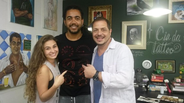 Cantor Conrado e a filha Giovanna resolveram fazem tatuagem (Foto: Divulgação)