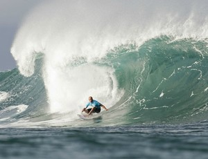 surfe Kelly Slater nas quartas do Pipeline Masters (Foto: ASP)