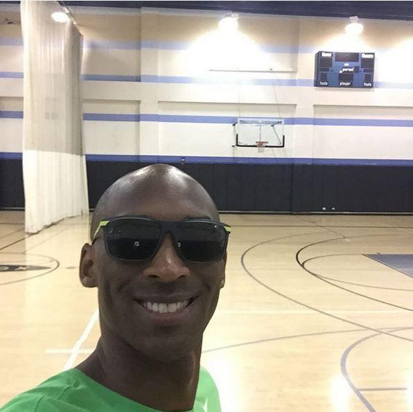 Kobe Bryant aparece no treino e dá as boas-vindas a Marcelinho Huertas (Foto: Reprodução/Instagram)