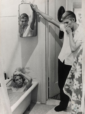 Colagem feita por David Bowie a partir de stills do vídeo de 'The man who fell to Earth' (Foto: Divulgação/Victoria and Albert Museum)