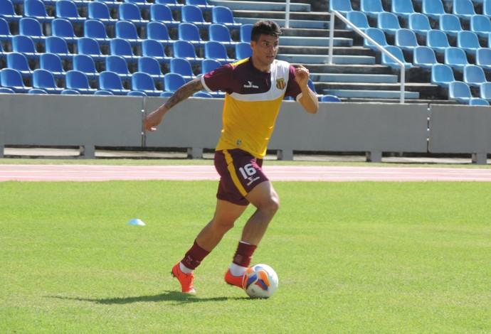 Douglas se apresentou ao Sampaio Corrêa na semana passada (Foto: Sampaio Corrêa/Divulgação)