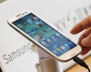 Novo smartphone Galaxy S III, lançado pela Samsung em maio (Foto: Lee Jae-Won/Reuters)