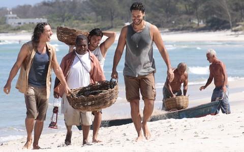 Hélio vira pescador, mas não se livra de acusação e pega seis anos de prisão (Flor do Caribe / TV Globo)