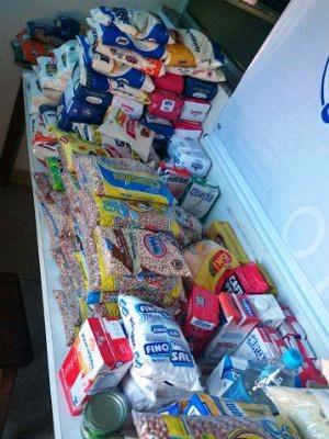 Alimentos serão doados para um projeto assistencial da Unesp de Marília (Foto: Renata Marconi/G1)