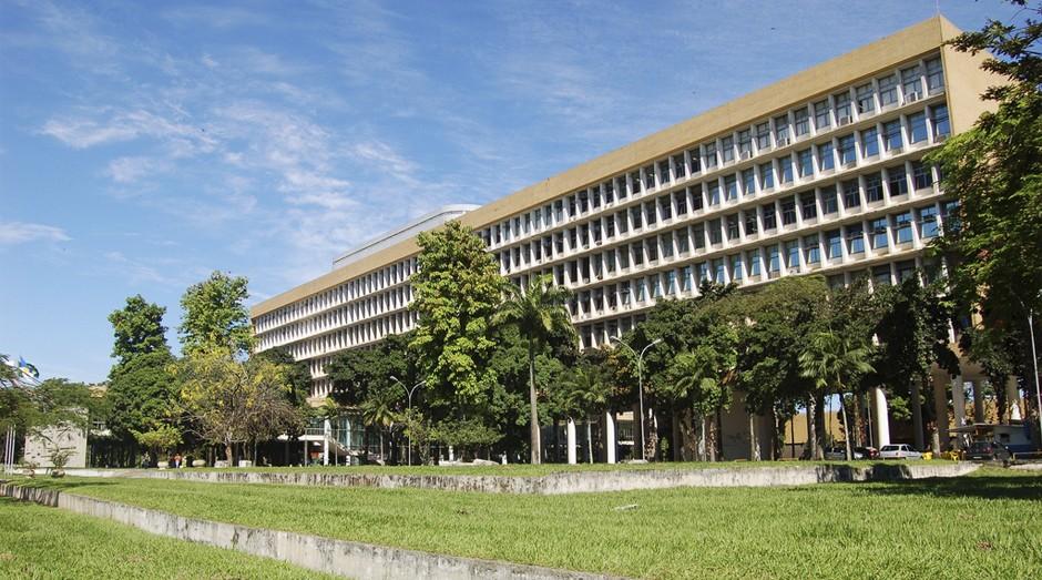 UFRJ: universidade foi alvo de ladrões  (Foto: Reprodução)