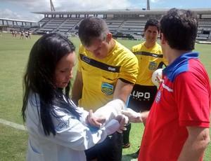 Pedro Jorge Santos de Araújo fratura o braço em jogo da Copa do Nordeste Sub-20 (Foto: Denison Roma / GloboEsporte.com)