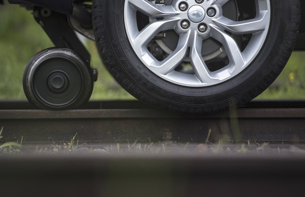 Land Rover Discovery Sport conseguiu puxar três vagões  (Foto: Divulgação)