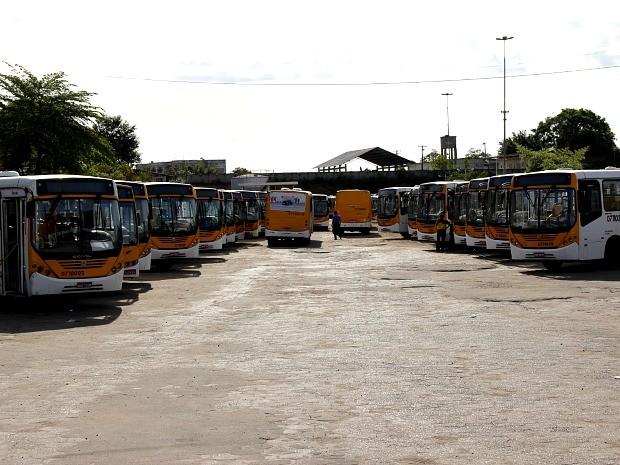 Cerca de 1.500 ônibus deixaram de sair das garagens para atender a população nesta manhã (Foto: Girlene Medeiros/G1 AM)