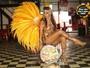 Aline Oliveira, da Mocidade Alegre, vai desfilar com fantasia de 11kg