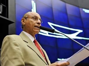 O deputado Júlio Campos (DEM-MT) em sessão da Câmara no dia 18 de março (Foto: Luiz Alves/Agência Câmara)