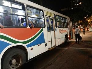 No início da noite, alguns veículos voltaram a circular em João Pessoa (Foto: Frederico Martins/G1 PB)