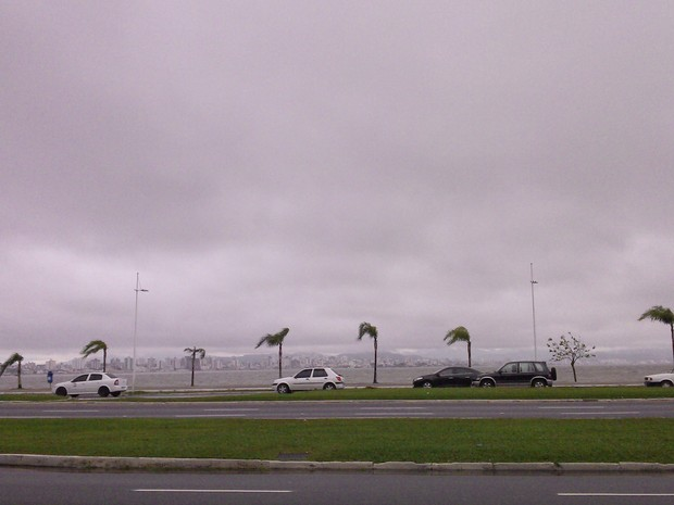 Nuvens estão previstas para o Litoral, Vale do Itajaí, Norte e parte da Serra  (Foto: Joana Caldas/G1)