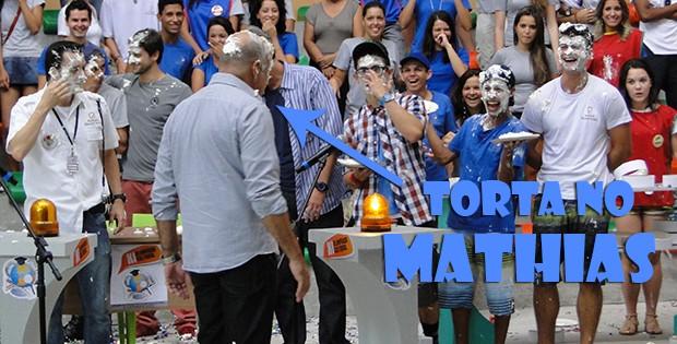 Mathias leva torta na cara (Foto: Malhação / TV Globo)
