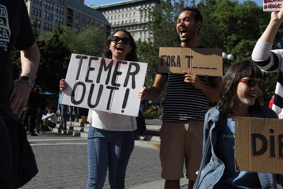 Protesto na Union Square pede Fora Temer (Foto: Carlo Allegri/Reuters)